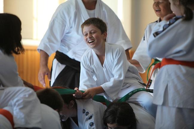 Aikido sanatında çocuklarımızın fiziki bir zarar görme olasılığı oldukça düşüktür