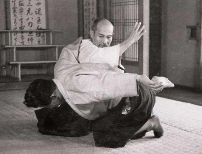 Aikidonun Kurucusu Morihei UESHIBA ve Kisshomaru UESHIBA ile yapılan bir röportaj